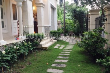 Nice villa in compound Thao Dien for rent with 4 beds and big garden